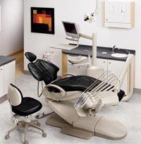 Стоматологическая установка A-DEC 500 верхняя подача, пистолет, 3 силиконовых шланга с оптикой, 1 свободное гнездо
